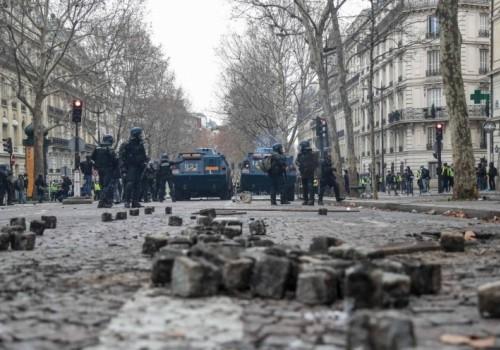Casi 500 detenidos y gases lacrimógenos en nuevas protestas