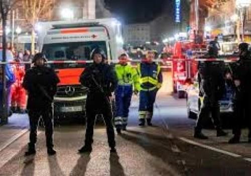 Ataque xenófobo contra dos bares causa 9 muertos
