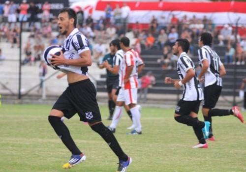 Categórico triunfo de Wanderers ante River Plate: 5-0